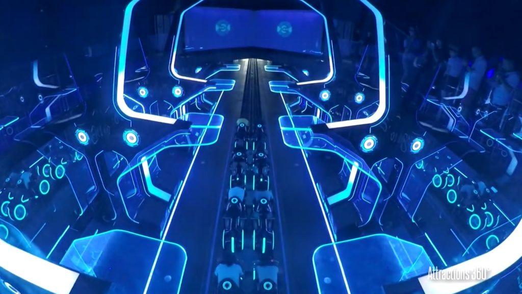 CGかと思ったら、、海外のディズニーランドの「トロン」のアトラクションが凄すぎる!!!