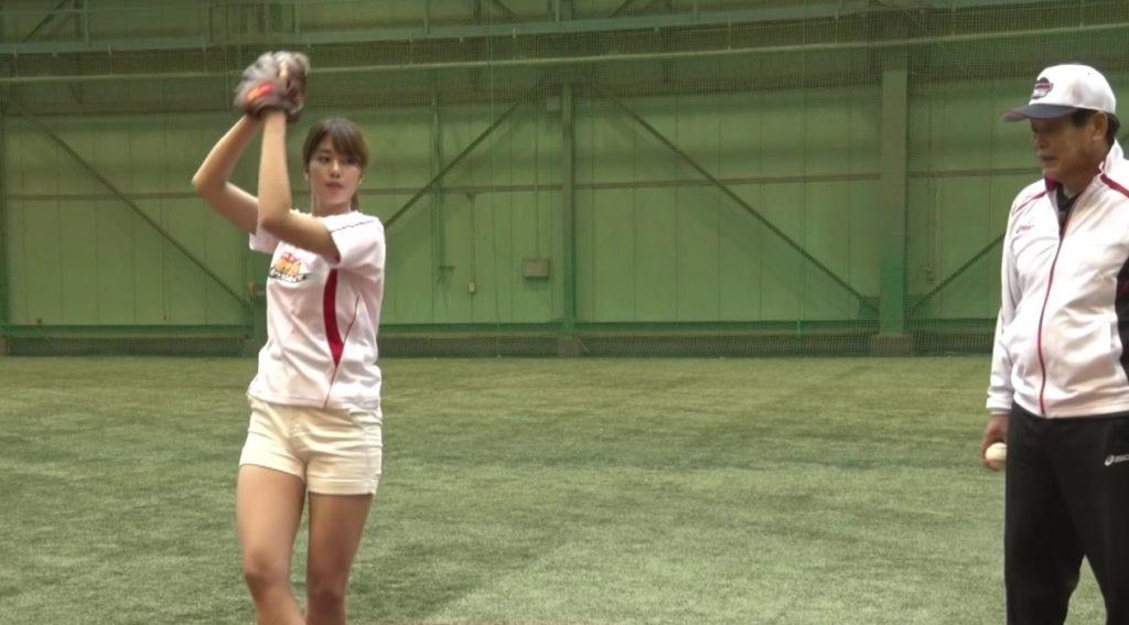 アイドルの稲村亜美さん女子最速の110kmに挑戦!村田兆治さんによる指導後のフォームが力強い!!
