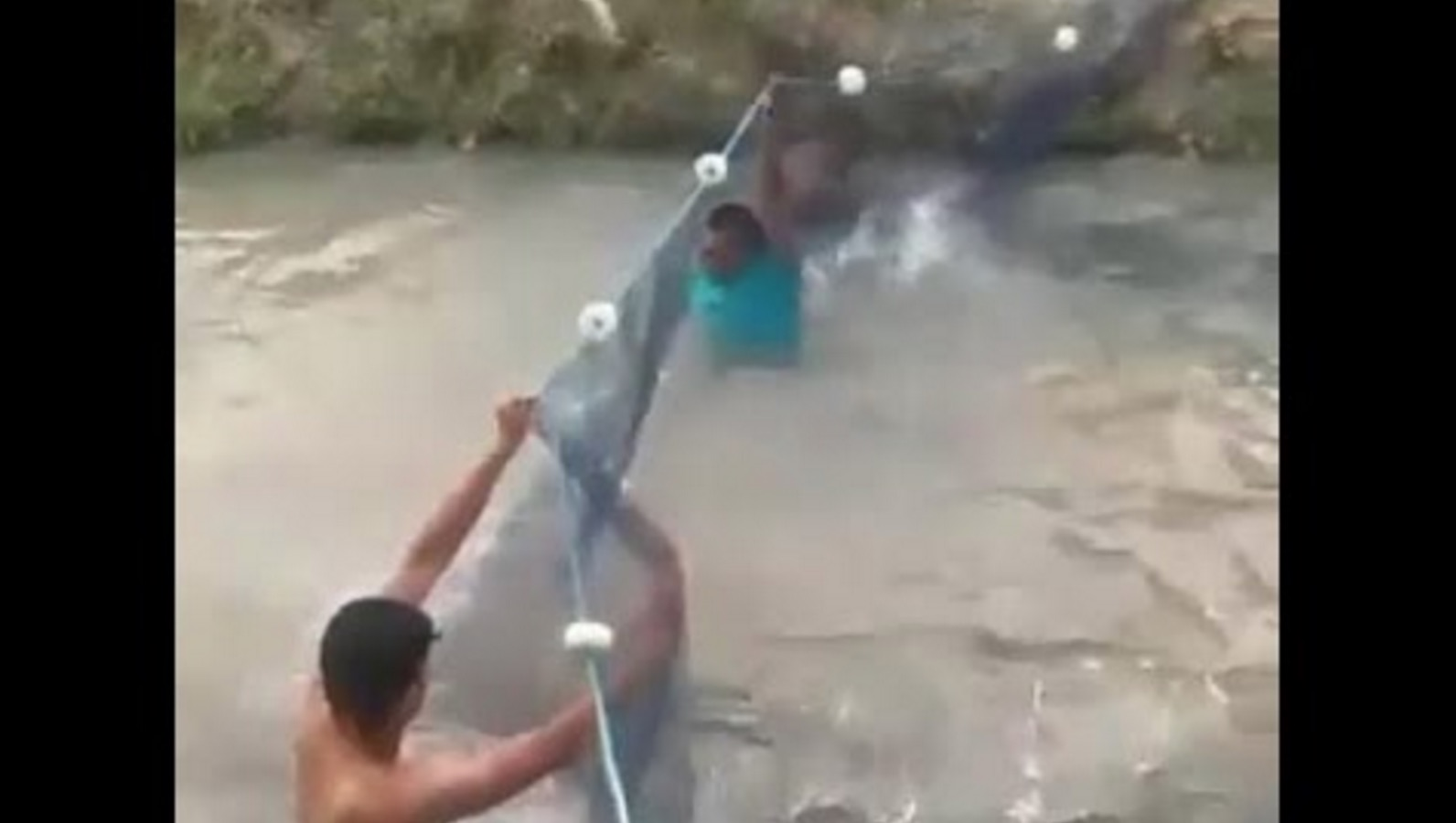 5秒後ヤバすぎることに!ブラジルで撮影された漁の映像がスゴい^ ^;