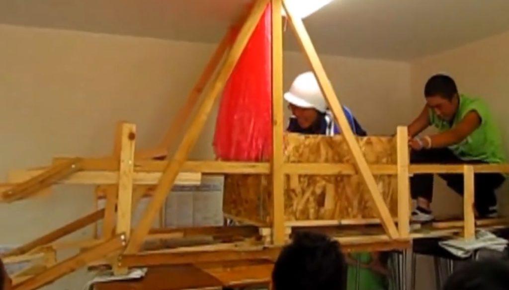 高校の文化祭で建築廃材を利用して作ったジェットコースターが凄い!!