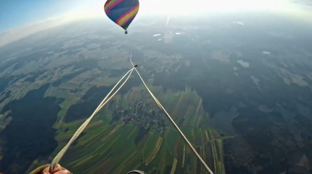これは凄い!気球を使って世界最大級のブランコをやってみた!!!
