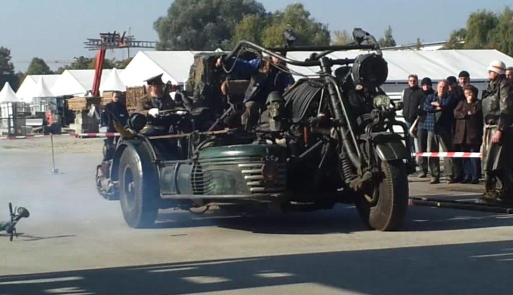 【ギネス記録】戦車のエンジンを積んだバイクが凄い!12気筒1000馬力・38000ccのモンスター仕様!!