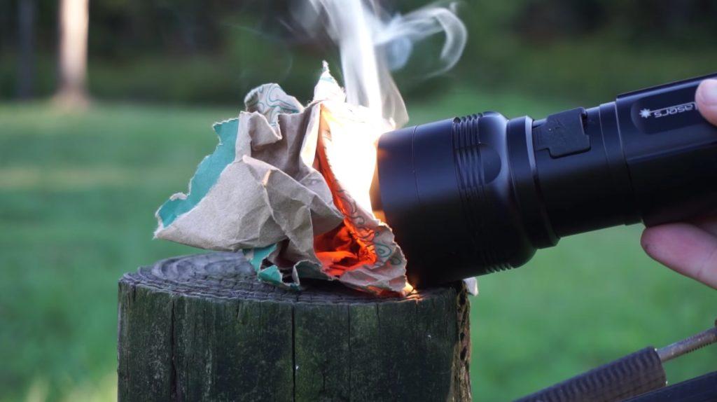 料理もできて火も起こせる超強力「ハンドライト」が万能すぎる!!