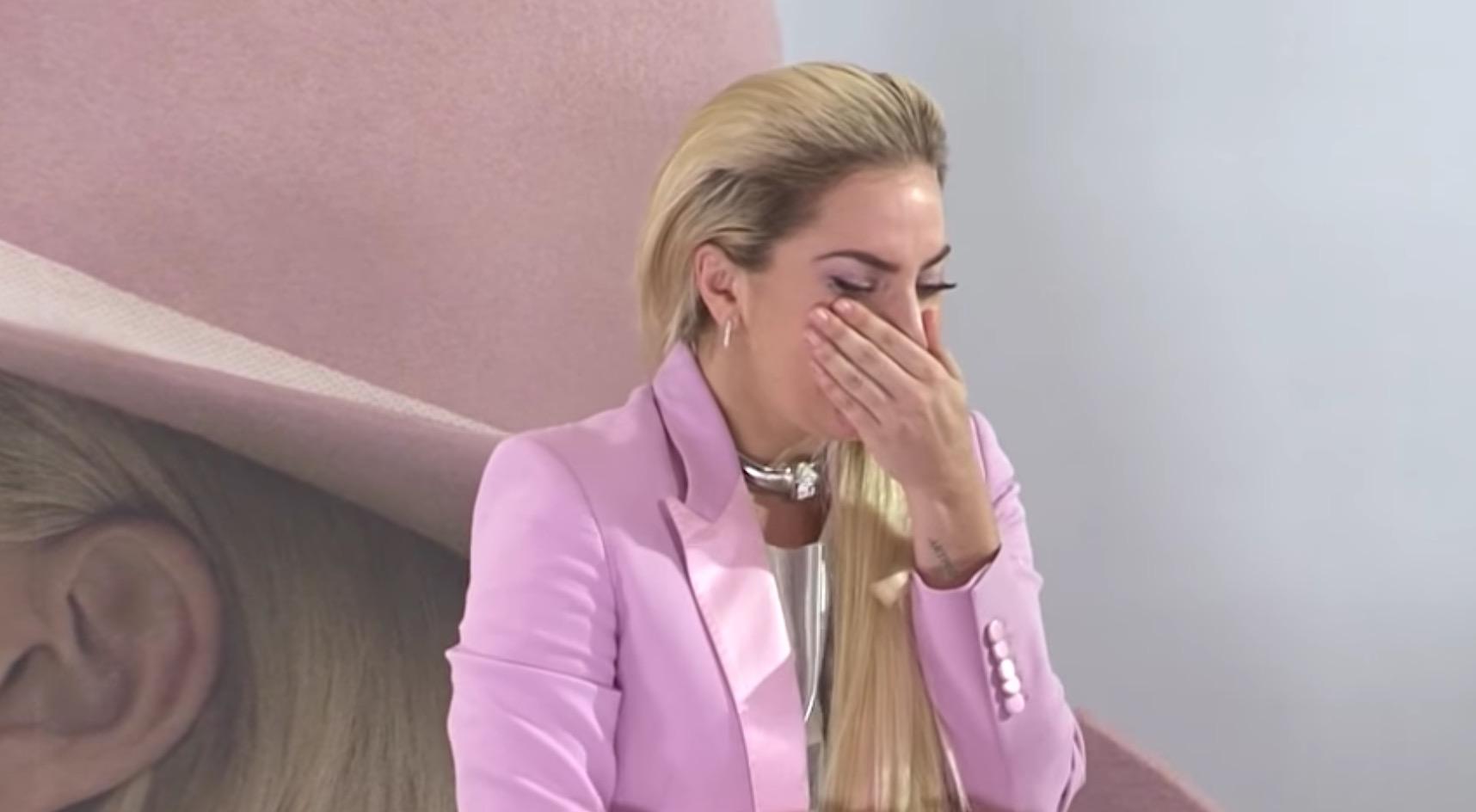 レディー・ガガさん、来日記者会見で涙したそのワケは?「心の綺麗な人」「感動した」などの声