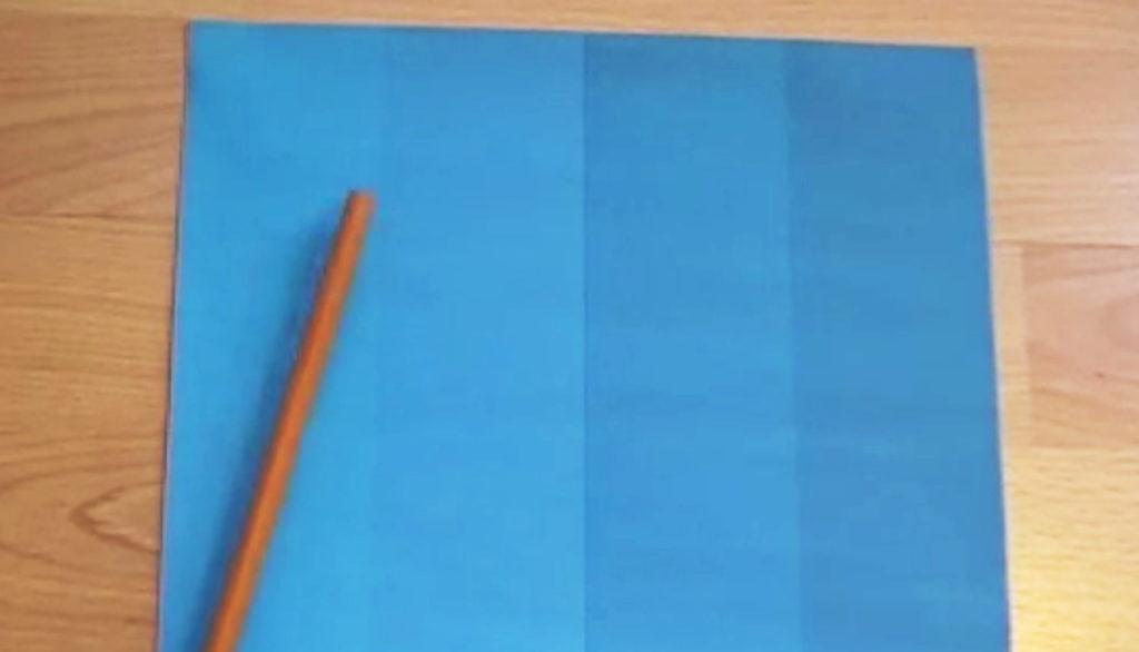 【視覚トリック】目を疑った、、青いグラデーションの境界に鉛筆を一本置くだけで、、