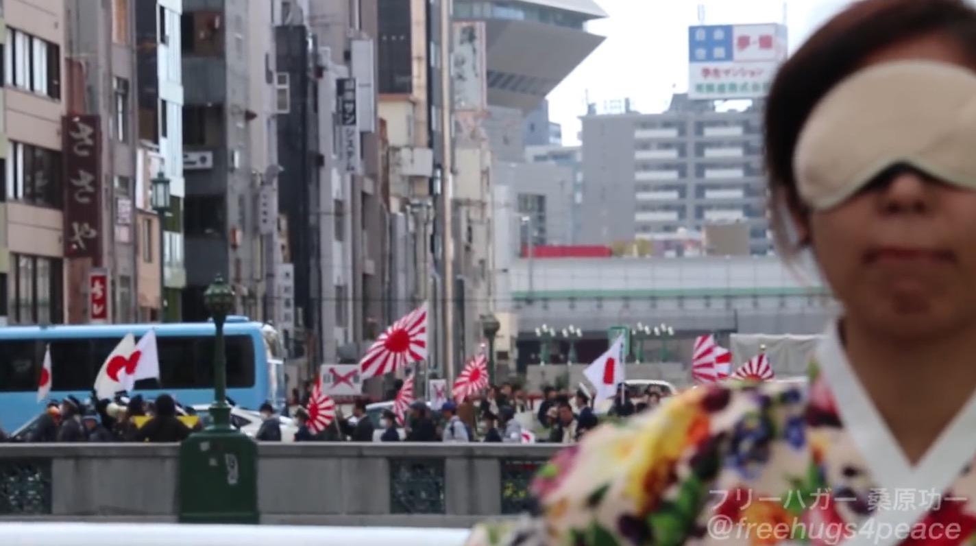【大阪】韓国人女性が「反韓ヘイトデモ」のすぐ横でフリーハグしてみた結果、、?!