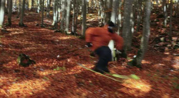 冬を待ち切れなかった人、スキーで雪の無い野山を爆走!!