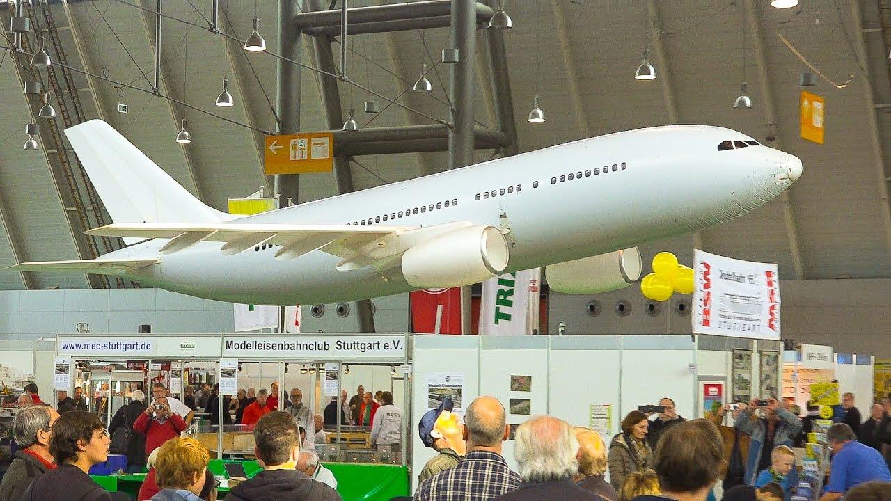 翼の長さ4.8m!巨大な「エアバス A-320」のラジコンがゆっくり飛行する姿にびっくり!!