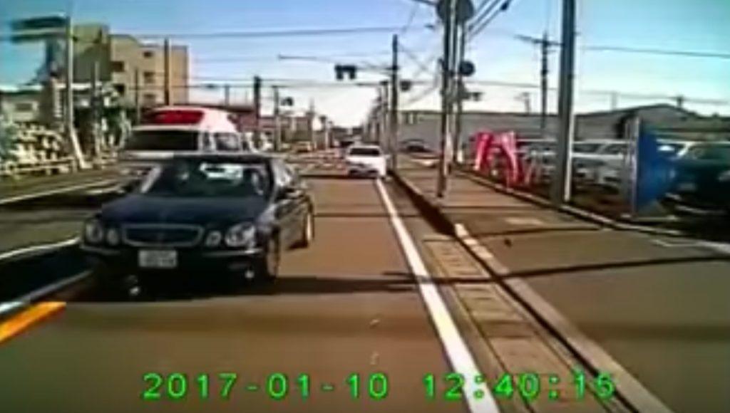 救急車に道を譲ったはずなのに、、わざととしか思えない進路妨害!!