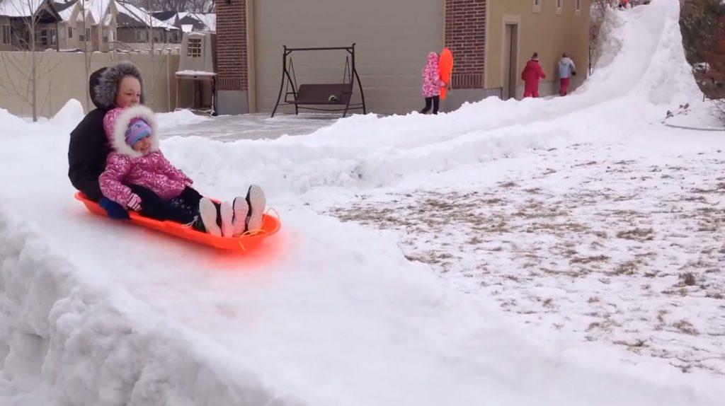 パパが庭に作った雪のコースが本気すぎる!!!