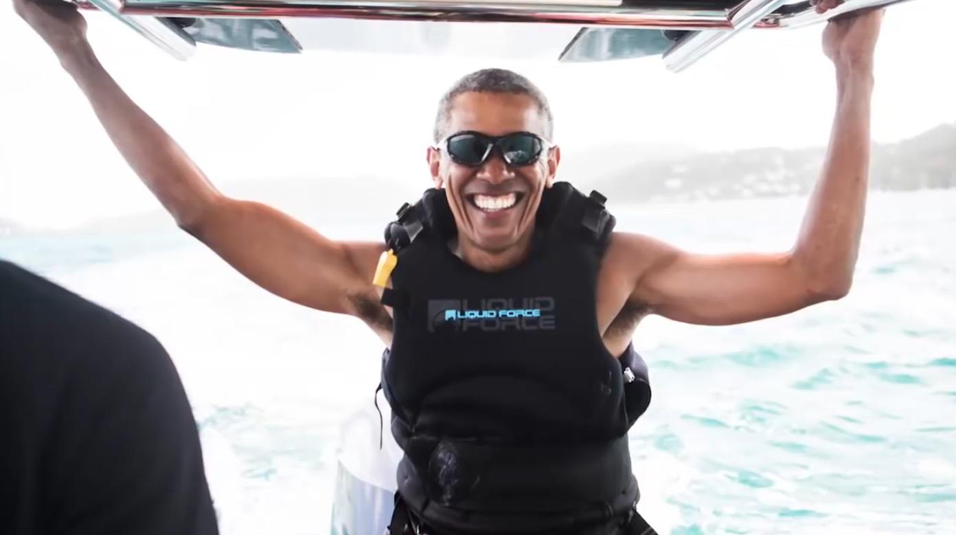 8年間お疲れ様!8年ぶりのマリンスポーツ解禁で童心に返るオバマ前大統領