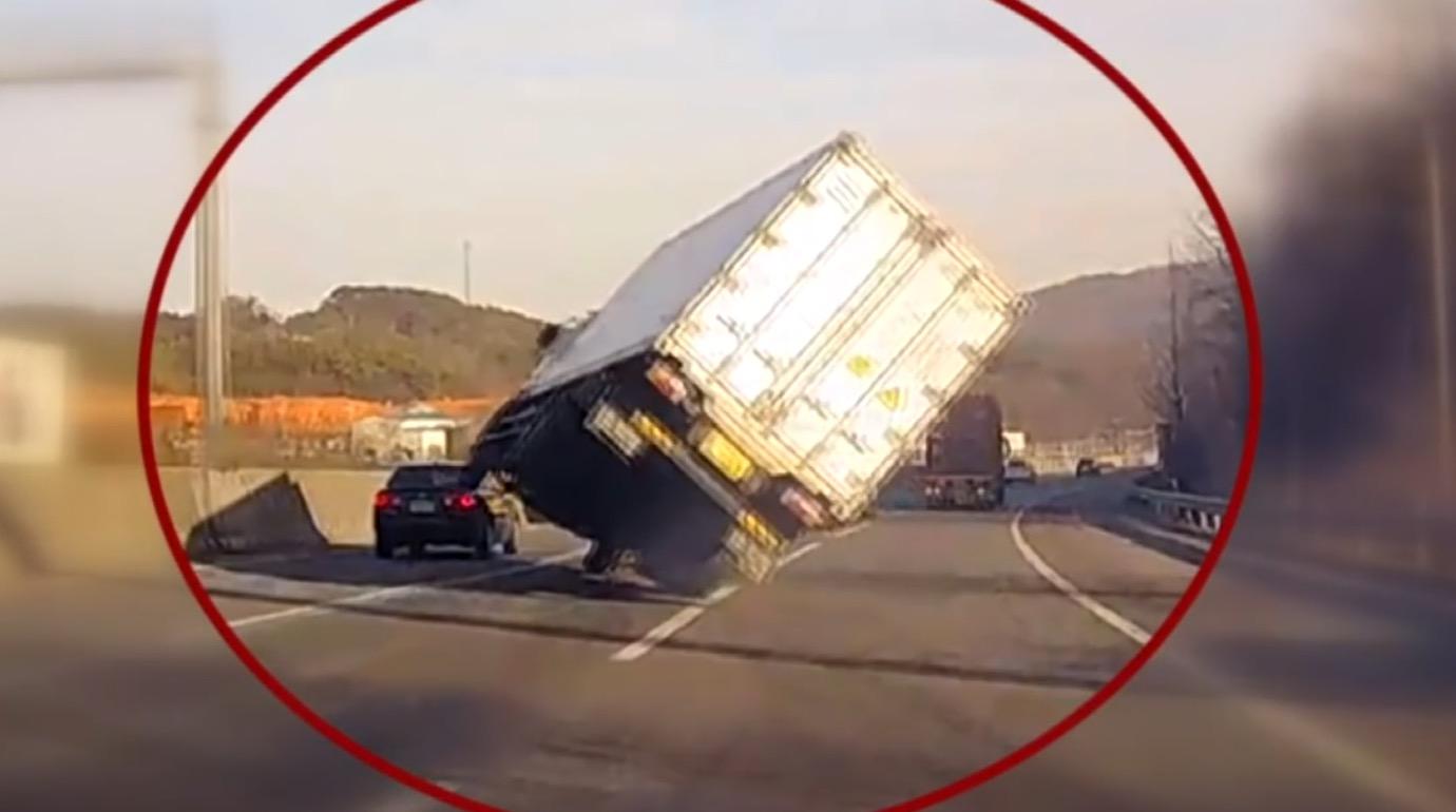 危うく大事故も、ルパン並みのアクロバット走行で回避する映像が話題に!!
