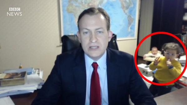 【放送事故】BBCニュースで教授が真面目な政治の生放送中、カワイイ妖精たちが乱入!更に、、
