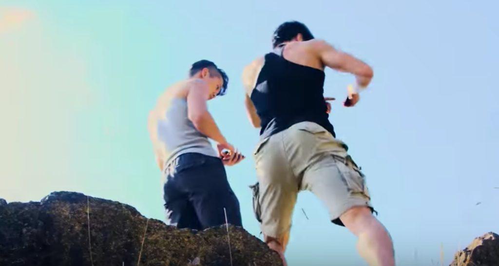 「ファイト一発」かと思ったらパクリCMだったw 歩きスマホで登山した上、ひどい結末にw