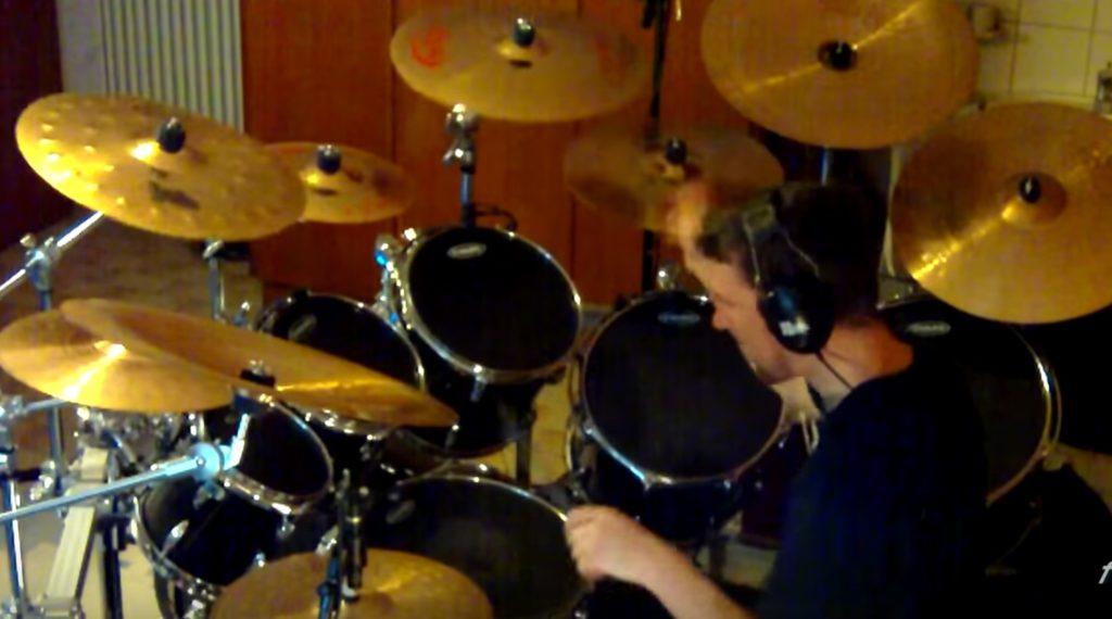 【神業】スーパーマリオブラザーズの曲を超絶メタルドラムでカバー!バスドラムが素晴らしい