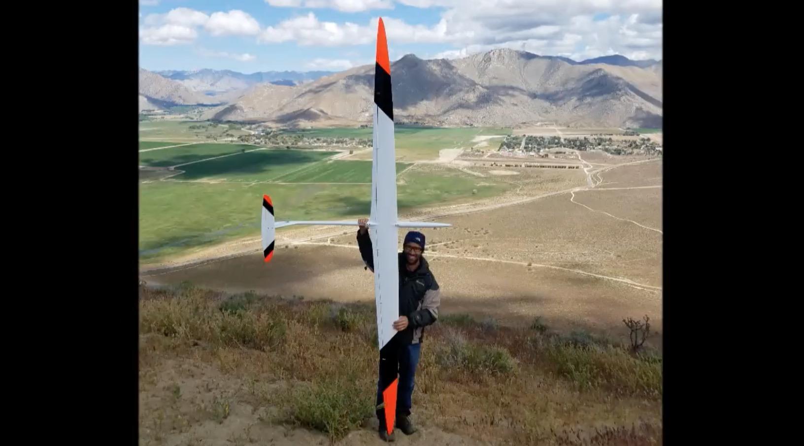 目を疑う速さ、、風の力だけで時速835kmで飛ぶ模型グライダーが凄い!※早回しではありません