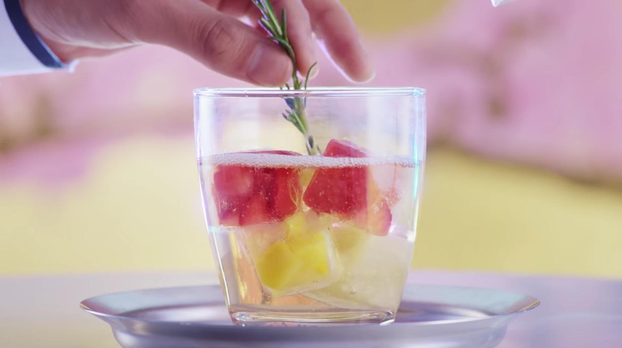 冷え冷えの「白桃酒」を出してくれるお店。その作り方の素敵すぎる秘密とは?