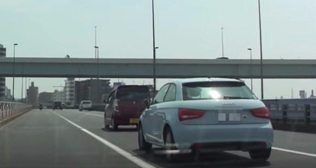 煽って危険運転をしていた車が、自業自得の結果に。。