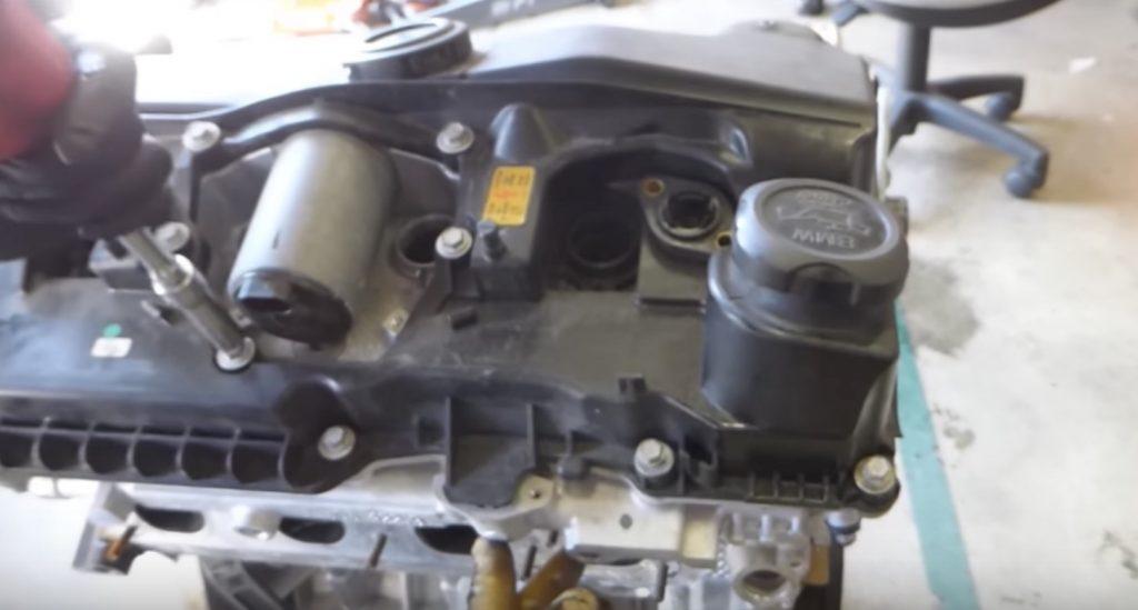 3万キロ以上オイル交換しなかったエンジンの内部が衝撃的!