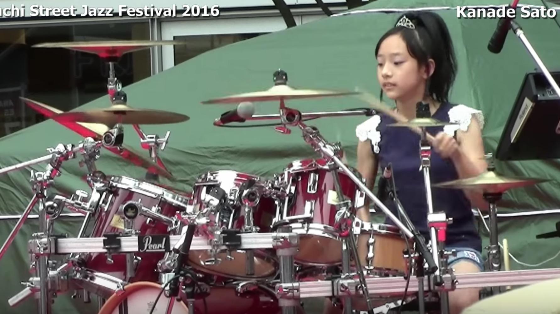 13歳でフュージョンを叩きこなす少女ドラマーの演奏がタイトで上手い!!