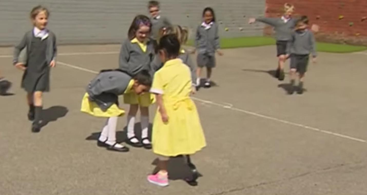 足を失った少女が義足で登校した時の友達の反応が素敵!子供の世界に偏見なんて存在しない