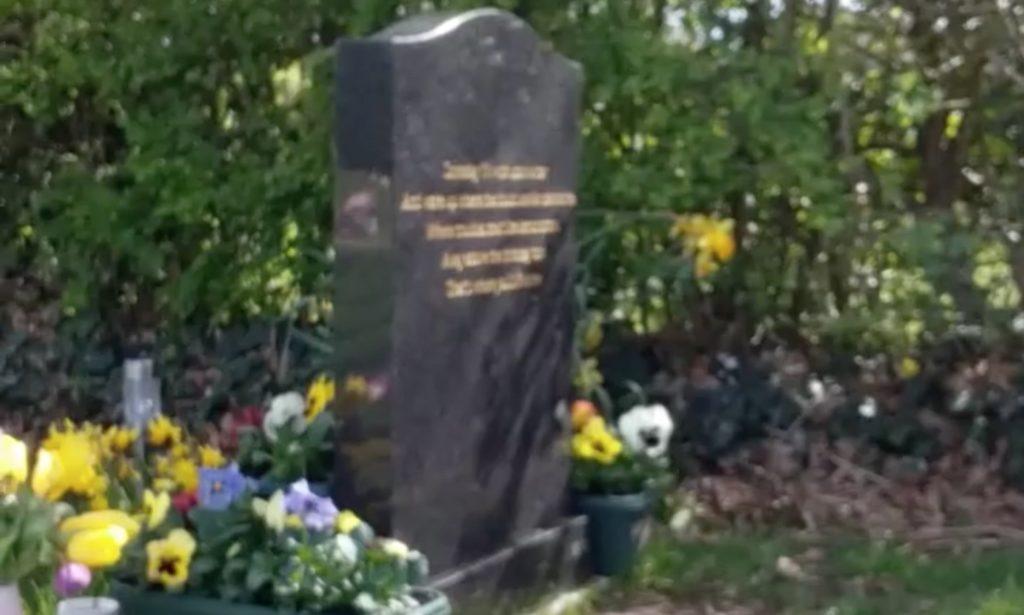 4歳で亡くなった息子の墓を訪れた母親に起こった奇跡