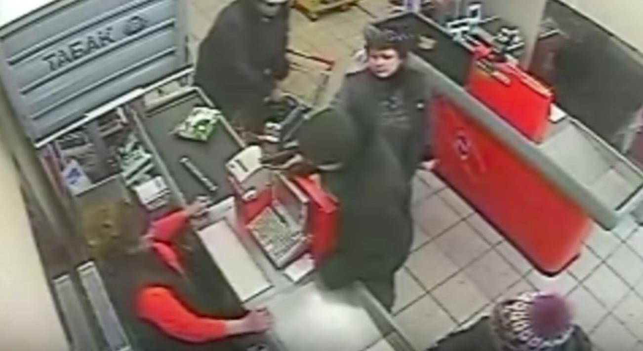 ロシアのおばちゃん凄い、、銃を持った強盗も子供のような扱い