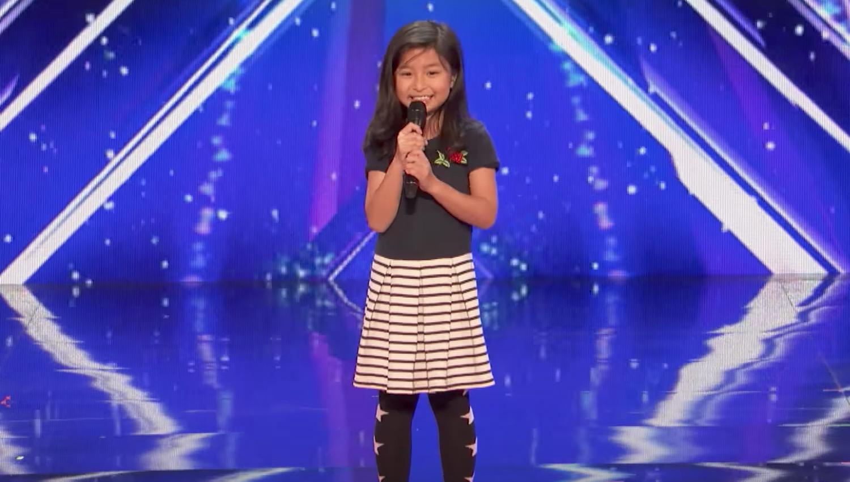 【鳥肌】9歳の少女が「タイタニック」の主題歌を熱唱!会場中がスタンディングオベーション!!