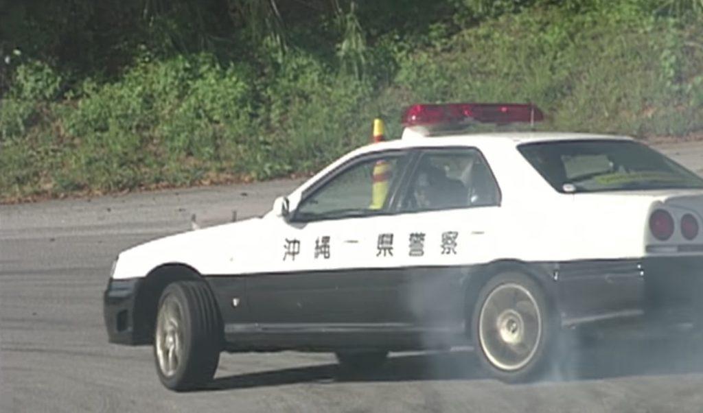 レーシングドライバーの土屋圭市さんが、本物のパトカーでドリフトしまくる映像がスゴい!!