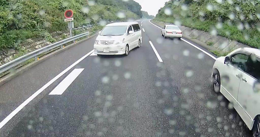 【三重】危険すぎ。。新名神高速道路で「Uターン」する車が撮影される!
