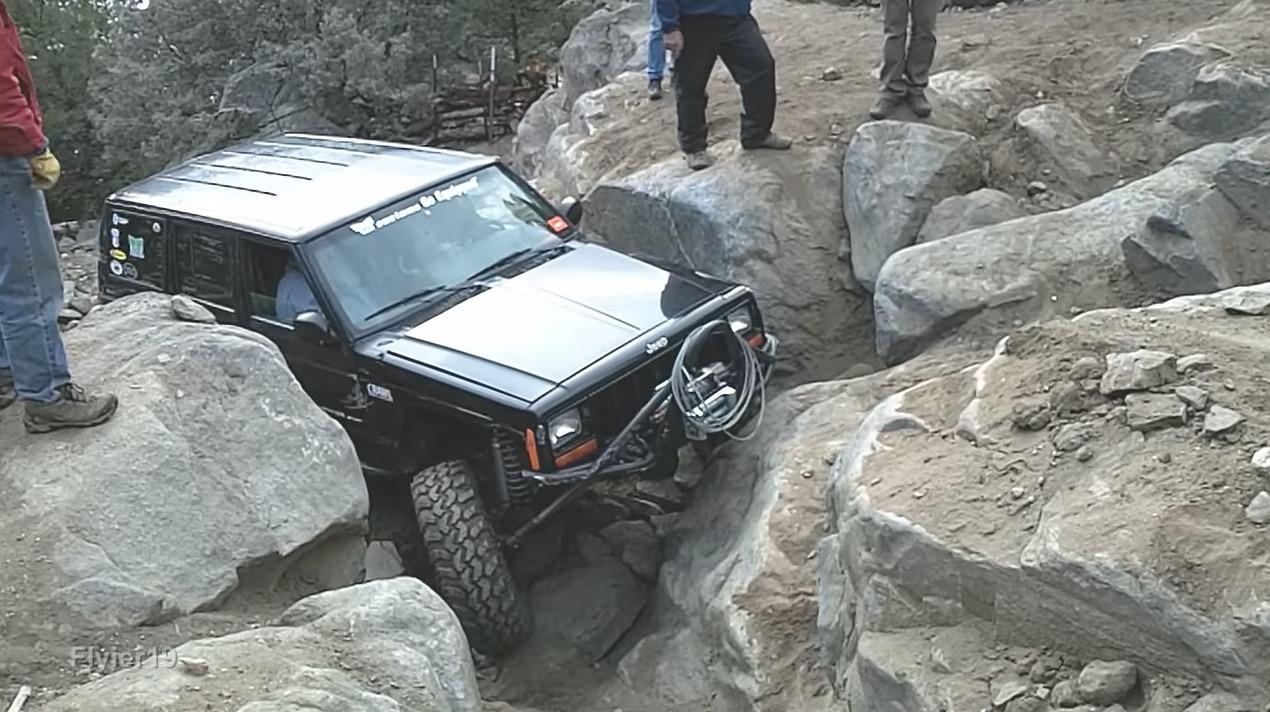 岩場を登る「Jeep」が凄い!よく壊れないなぁ^ ^;