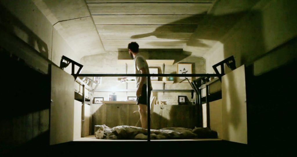 高架下に勝手に作った「秘密基地」的なオフィスにロマンを感じる