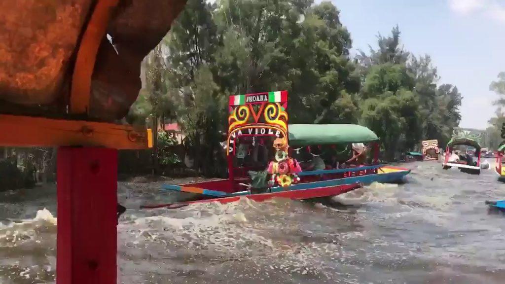 ボートに乗っている時にメキシコ地震に遭遇!大きく波立ち激しく揺られる