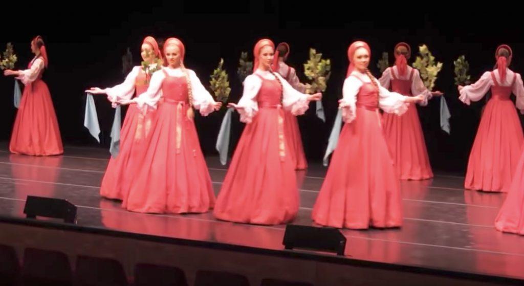 目を疑った、、人形が浮いているようにしか見えないロシアの民族舞踊が凄い!!