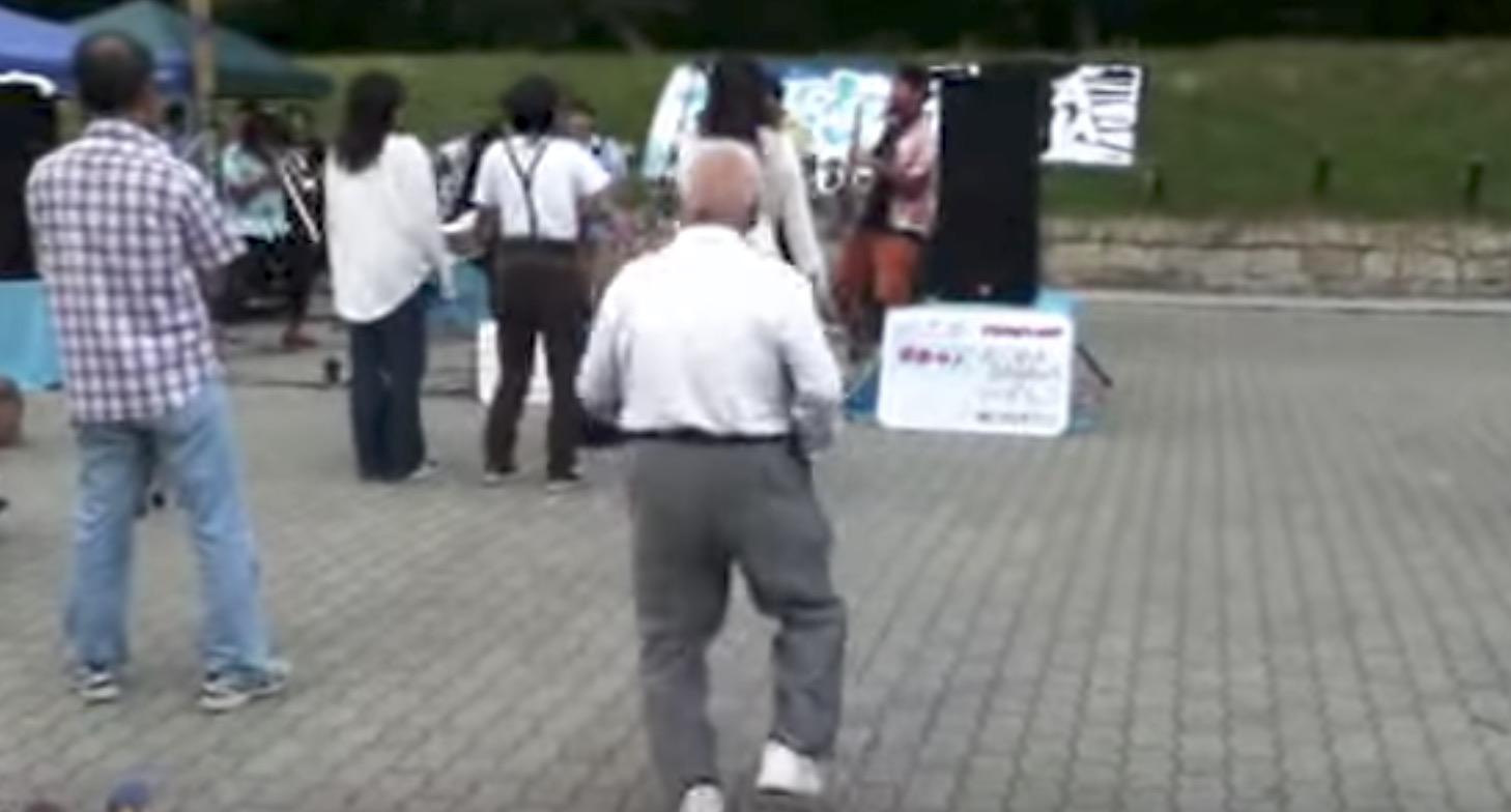 【大阪】ロックのライブで撮られた、激しすぎる踊りのおじいさん^ ^