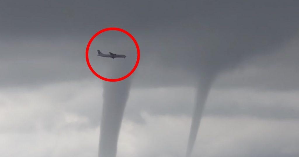 【ロシア】3本の巨大竜巻の近くを飛行する旅客機が話題に。「映画かと思った」の声
