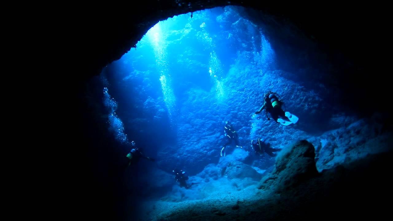 これが日本?!あまりにも透明で神秘的な「宮古島」の洞窟ダイビング映像!