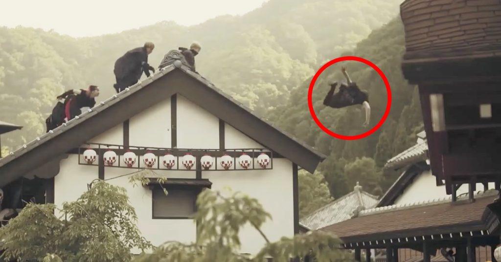 日光江戸村でパルクーラーが忍者や侍から逃げ回る動画が見応えあり!