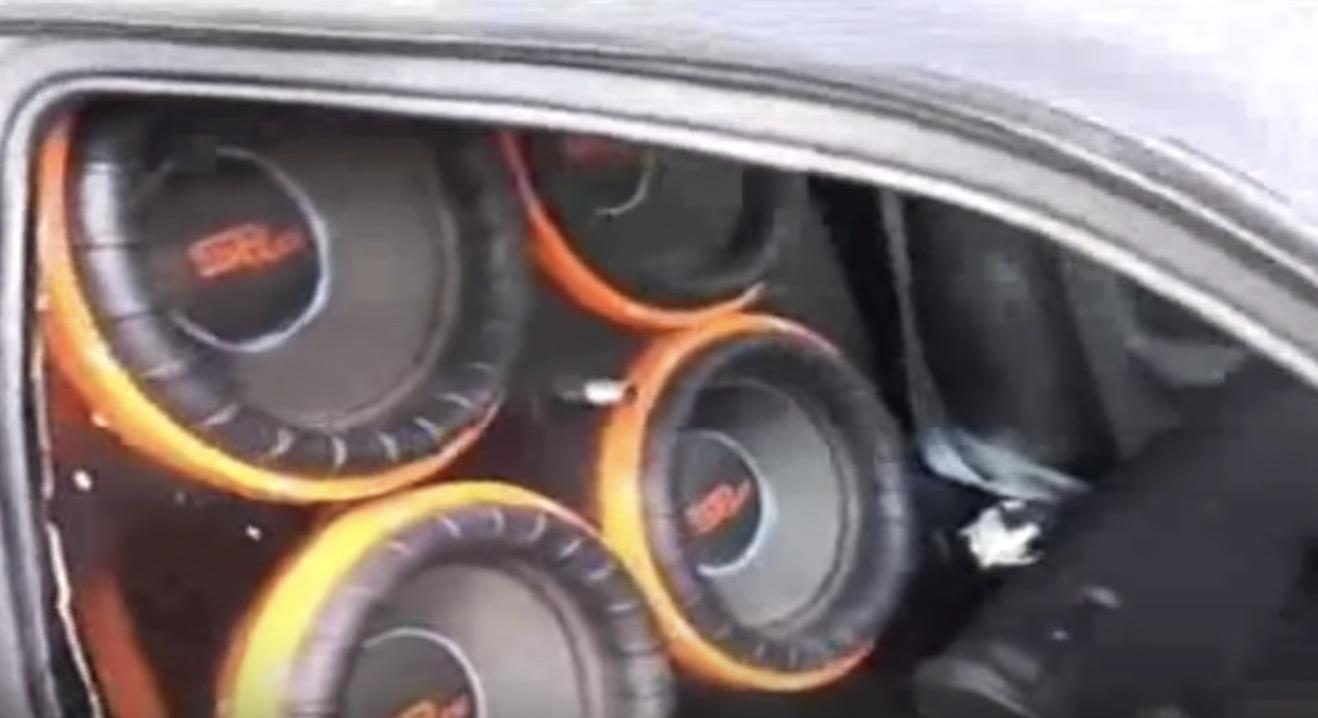 車載4連スピーカーを思いっきり鳴らしたら「音圧」でフロントガラスが破壊される^ ^;