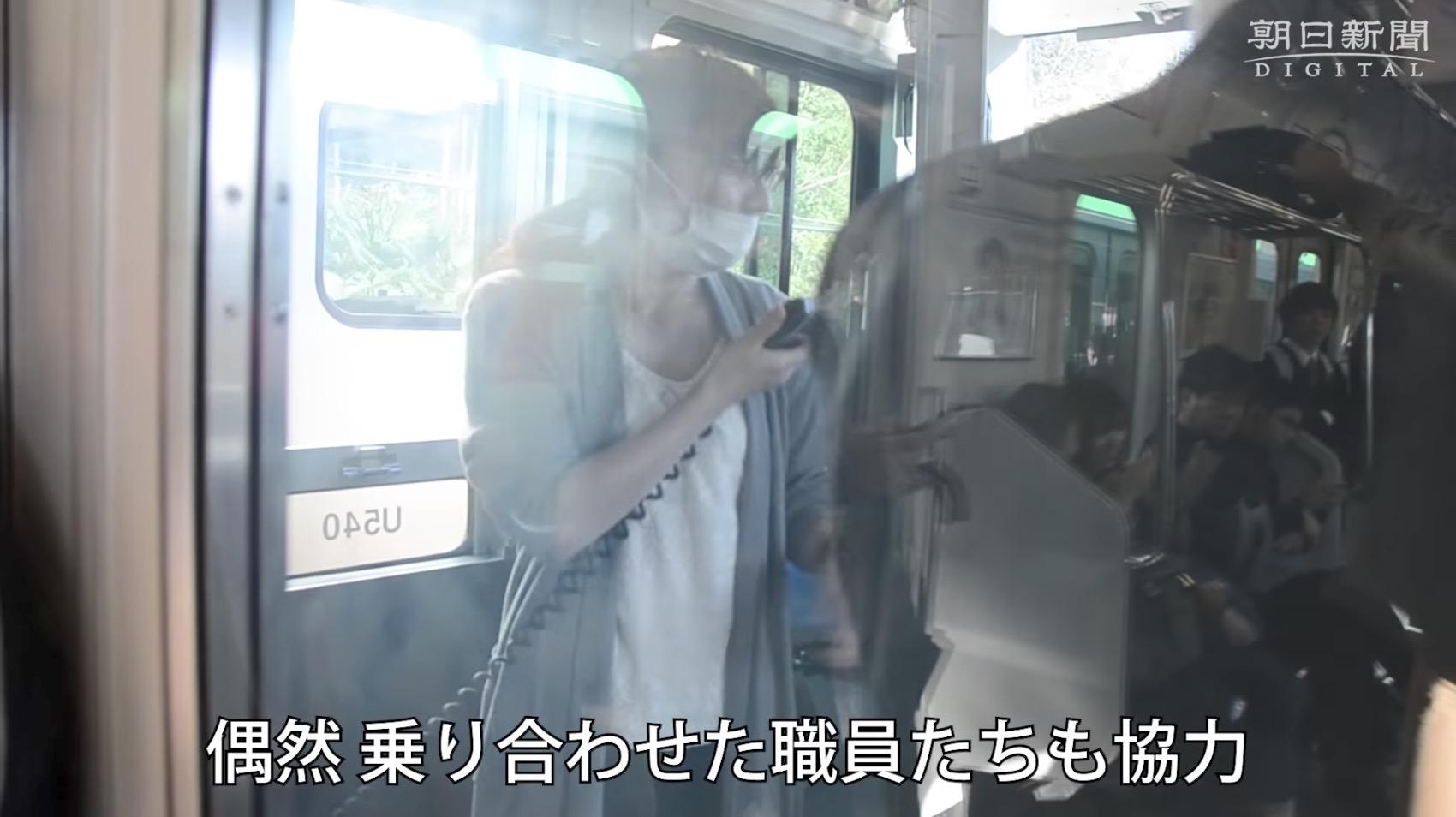 立ち往生した宇都宮線で、偶然車内にいた新聞記者が、JR職員の素晴らしい姿を撮影する!