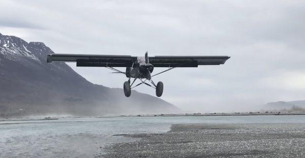 目を疑った、、滑走距離ゼロで着陸する飛行機が凄い!!