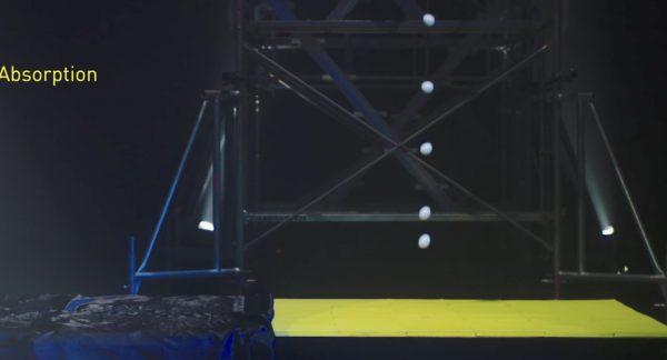 【実験】高性能クッション素材の性能を試すため、高所から生卵を落としてみた結果、、!