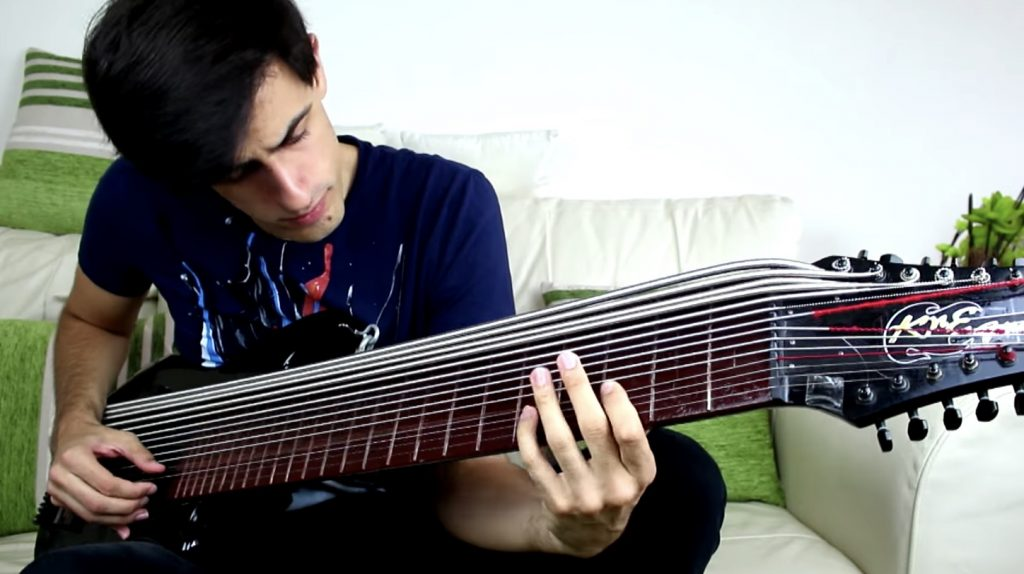 「15弦ベース」のソロ演奏がカッコいい!よく弾きこなせるなぁ^ ^;