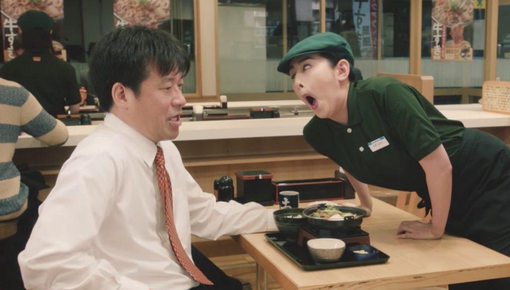 【爆笑】客も店員もヤバい笑 「吉野家」の新CMが面白すぎると話題に!「これで公式かよ!」などの声