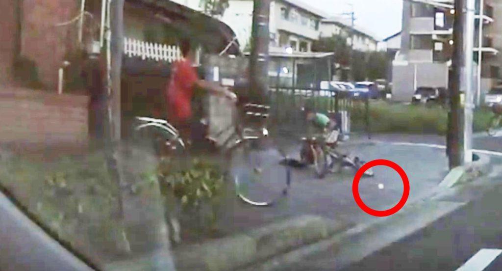 【日本】転んだ子供を、咄嗟の判断で助けた少年。行動力が素晴らしい!