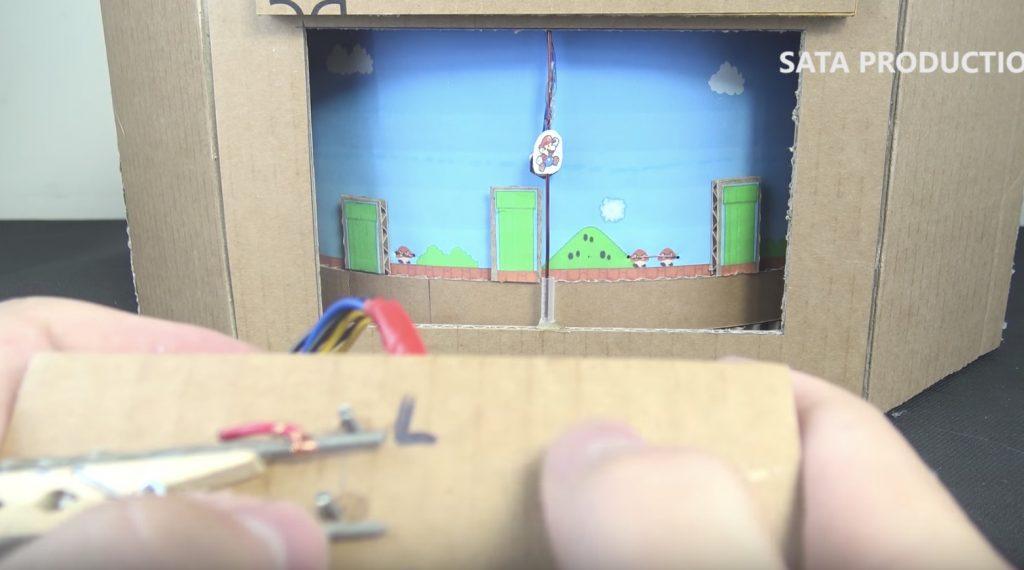 ダンボールで、実際にプレイできる「スーパーマリオ」を作った天才が現れる!