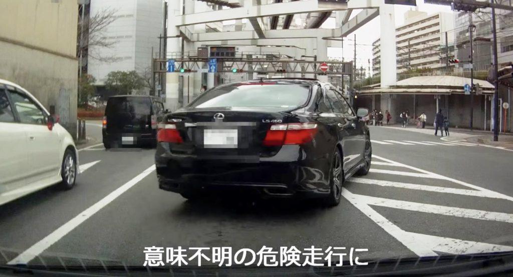 渋滞に怒った車が怒りの逆走。渋滞じゃしょうがないのに。。