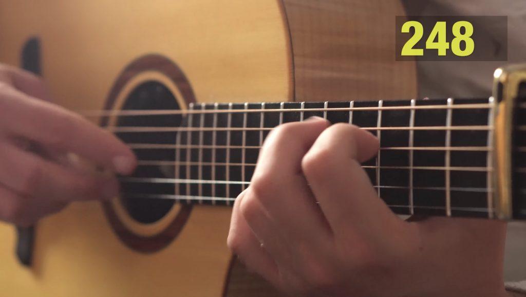【神技】超高速「ハーモニクス奏法」でギターとは思えない不思議な音を出す動画が凄い!