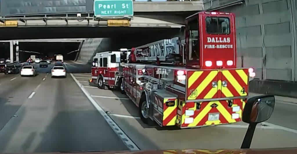 リアステアリング使いが凄い消防車。ドリフトしているのかと思った。。