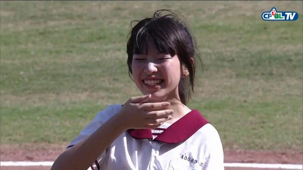 【爆笑】台湾の始球式で「天然すぎる失敗」をした女の子が可愛すぎると話題に!